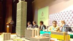 Peritos y funcionarios de Pemex, durante la conferencia de prensa de ayer.