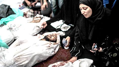 fila de muertos, producto de la guerra civil que se libra en Egipto