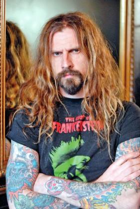 Rob Zombie es en definitiva uno de los Monstruos del Metal y su sello de calidad ya sea en White Zombie o como solista es maravilloso.