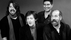 La consola de Sound City aún existe y fue Dave Grohl, quien la compró, se la llevó a su casa, pero aún faltaba invitar al estudio y a ser parte de Sound City al culpable y testigo que todo esto existiera. Al hombre que con su grupo y su mancuerna creativa… despertaron a millones de jóvenes en el mundo a buscar un mundo mejor. Sir Paul McCartney.