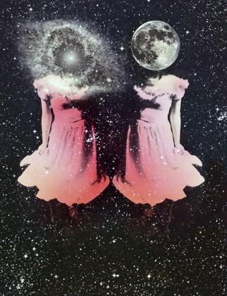 Morirás dando vida… de tu vientre saldrá el amor; verás las dos lunas en el rojo horizonte, donde el mundo día a día se esconde el reloj detendrá su andar al dos mil veintidós.