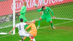 Porto Alegre, Brasil.- Con mucho trabajo el equipo alemán logro minar la defensa de Argelia y con su triunfo de 2-1 pasó a los cuartos de final.