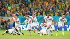 Recife, Brasil.- Los jugadores de Costa Rica celebran el triunfo obtenido mediante penales que le da su clasificación a los Cuartos de Final de la Copa del Mundo Brasil 2014.