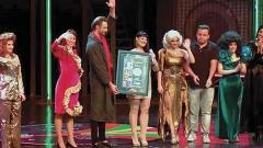 """Alejandra Ávalos, artista completa en toda la extensión de la palabra, engalanó el escenario del musical """"Mentiras"""", producido por OCESA, Federico González Compeán y Morris Gilbert."""