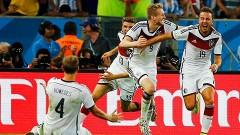 Los alemanes celebran el gol que les dio el triunfo sobre Argentina.