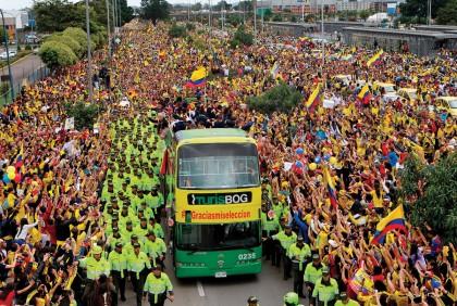 Miles de colombianos vitorearon a los integrantes de su selección nacional de futbol.