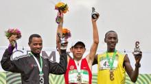 El fondista peruano Raúl Pacheco conquistó por segundo año consecutivo el Maratón Internacional de la Ciudad de México, al completar el recorrido en un tiempo extraoficial de dos horas, 18 minutos y 29 segundos.