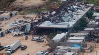 Respecto a los costos generados por Odile, dijo que aún continúan evaluando los daños, pero por la magnitud de la infraestructura afectada se puede decir que el huracán Odile, destruyó 534 torres de transmisión y afectó cuatro mil 338 postes de distribución.