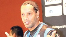 Ronaldinho inicia hoy su aventura con los Gallos Blancos de Querétaro.