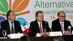 En conferencia de prensa, Pedro Joaquín Coldwell, secretario de Energía, acompañado de Graco Ramírez, gobernador de Morelos y Dolf Hogewoning, embajador del Reino de los Países Bajos.