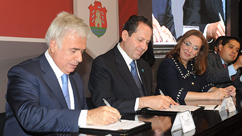 El gobernador Eruviel Ávila Villegas y su homólogo de Córdoba, Argentina, José Manuel de la Sota, firmaron un convenio de cooperación en materia educativa, científica, social y cultural.