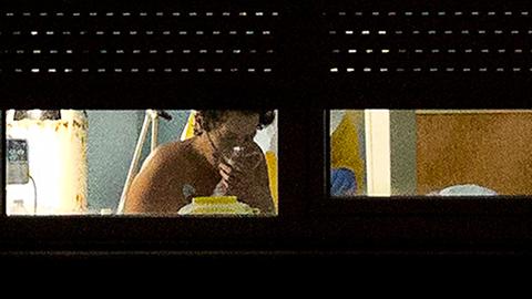 Los médicos consideran que, aunque haya erradicado la carga vírica del ébola, todavía tendrá que permanecer un tiempo indeterminado en el hospital, para restablecerse del daño que el virus ha ocasionado en distintas partes de su organismo.