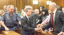 Oscar Pistorius, atleta paralímpico, fue condenado a pasar cinco años en la cárcel por el asesinato de su novia.