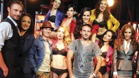 """El musical """"Corazones latinos"""" está a cargo de 16 actores en escena."""