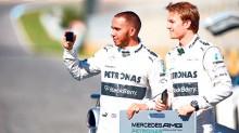 La escudería alemana quiere conservar a los pilotos Lewis Hamilton y Nico Rosberg para la temporada del 2015.