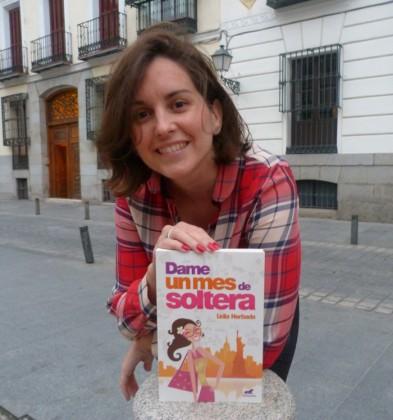 """Lidia Herbada, escritora y periodista española da detalles a DIARIOIMAGEN sobre su novela """"Dame un mes de soltera"""". (Foto: Cortesía Ediciones B México)."""