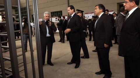 Durante un recorrido por el Centro Preventivo y de Readaptación Social Dr. Antonio Sánchez Galindo, el gobernador del Estado de México destacó que como parte del Plan Estratégico de Seguridad, en breve entrarán en operación cuatro centros de este tipo en la entidad, los cuales estarán equipados con modernos sistemas tecnológicos para la revisión, supervisión y control.