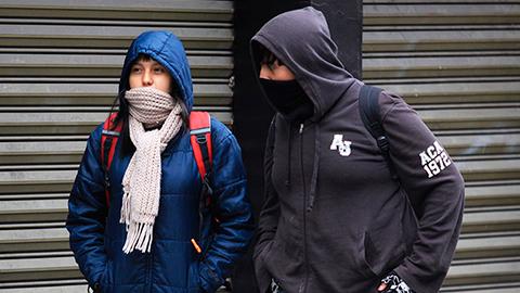Mientras, con el ingreso del frente frío número 8, las temperaturas bajo cero se hicieron presentes en el estado de Chihuahua, al registrar una mínima de 2 grados bajo cero en la comunidad de El Vergel, en el municipio tarahumara de Balleza.