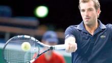 El tenista británico Andy Murray obtuvo ayer su calificación a la Copa Masters y avanzó a cuartos de final en el torneo de París.