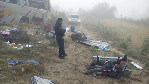José Antonio García, delegado de Protección Civil en la región, confirmó el accidente y dijo que entre las personas que perdieron la vida hay dos menores de edad.