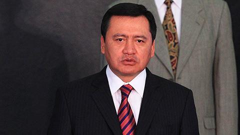 """Miguel Ángel Osorio Chong, secretario de Gobernación, reveló que esta semana el presidente Enrique Peña Nieto anunciará """"cambios importantes"""" para modificar """"lo que no está caminando bien""""."""
