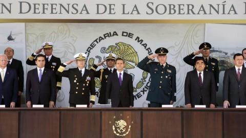 El presidente Enrique Peña Nieto y los titulares de las secretarías de la Defensa Nacional, Salvador Cienfuegos, y de la Marina Armada de México, Vidal Francisco Soberón Sanz, presidieron la ceremonia por el Día de la Marina.