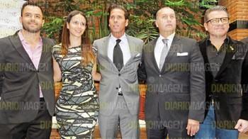 En conferencia de prensa, el actor Roberto Palazuelos, quien forma parte del proyecto Fashion Tulum 2014, destacó el gran apoyo que ha recibido la iniciativa para el desarrollo del municipio. (Foto: Asael Grande)