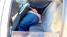 Dentro de un automóvil de alquiler del puerto de Acapulco fue localizado el cuerpo de un hombre que fue tiroteado.