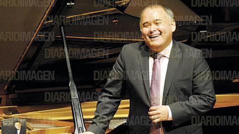 "El tenor interpretó magistralmente ""Qué tristeza"", del maestro Armando Manzanero. (Foto: Arturo Arellano)"