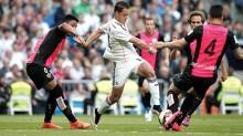 """Con """"Chicharito"""" Hernández, el Real Madrid derrota 3-0 al Almería."""