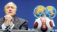 Joseph Blatter, de 79 años, fue elegido presidente por primera vez en 1998. Para ganar las elecciones, un candidato debe recibir 105 votos.