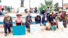 Los agraviados le reclamaron al gobernador Rogelio Ortega su atención tardía al problema.
