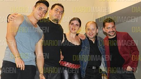 El grupo de hard rock melódico Hilo Negro ofreció un concierto que fue directo a los sentidos de los espectadores que llenaron el foro del antiguo Cine Lido del Foro de Cultura Económica. fotos Asael Grande