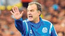 Marcelo Bielsa, actual entrenador del Olympique de Marsella, ya analiza una posible llegada a la selección mexicana, tras el cese de Miguel Herrera.