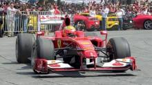 El vehículo del mexicano Esteban Gutiérrez retumbó en Paseo de la Reforma con su gran motor.