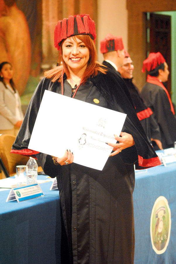 La jueza 66 Civil del TSJDF, Leticia Medina Torrentera, concluyó satisfactoriamente su doctorado en Derecho Civil. / Foto: Arturo Arellano.