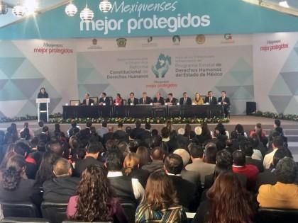 Durante la Sesión Itinerante para la Difusión de la Reforma Constitucional de Derechos Humanos.