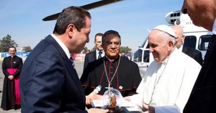 Eruviel Ávila - Recibiendo al Papa Francisco en Edomex.