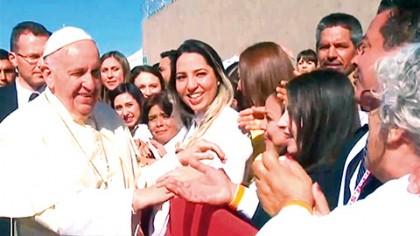 El Papa Francisco habló ante miles de personas congregadas en la explanada El Chamizal, a escasos metros de la alambrada que separa Chihuahua de Texas.