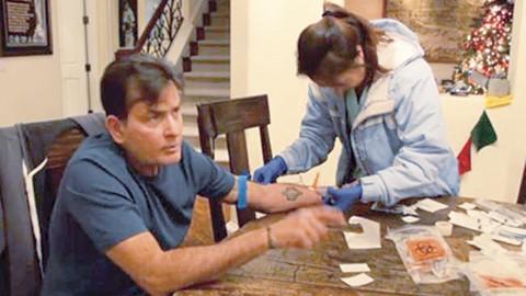 Charlie Sheen se ha refugiado en la medicina alternativa para intentar curar el VIH/Sida.