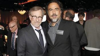 Steven Spielberg y Alejandro González Iñárritu convivieron durante el almuerzo que se ofrece a los nominados al Oscar.