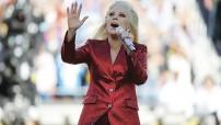 Lady Gaga impresionó con su interpretación del himno de los Estados Unidos