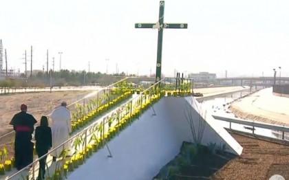 """Desde """"El Punto"""", Su Santidad, el Papa Francisco, bendice Cruz del Migrante y la frontera"""