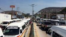 Transportistas de Guerrero se manifestaron ayer y bloquearon por varias horas la Autopista del Sol.