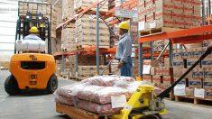 Está interrumpido el abasto de productos básicos en 48 municipios marginados de Oaxaca.