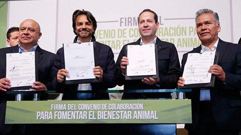 El gobernador Eruviel Ávila y el actor Eugenio Derbez atestiguaron la firma del Convenio de Colaboración para Fomentar el Bienestar Animal.