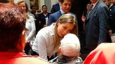La presidenta honoraria del DIFEM, Isis Ávila Muñoz, convivió con abuelitos de la Casa de Día.