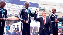 Miguel Ángel Mancera Espinosa entregó las medallas de primer lugar a los ganadores de la rama femenil y varonil.