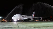 Llega el A380 al aeropuerto internacional RIOgaleão-Tom Jobim, en Río de Janeiro.
