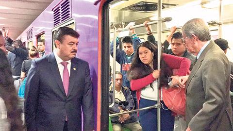 Hiram Almeida Estrada, titular de la SSP, supervisó la aplicación del dispositivo de seguridad Temis en el Metro.